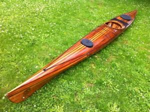 Construction canoe bois